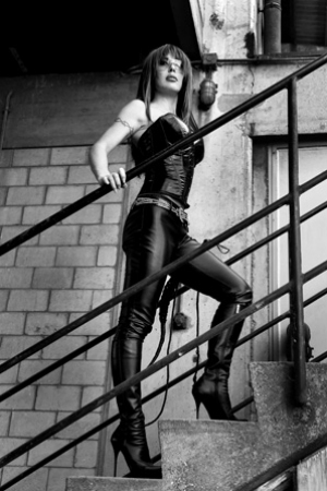 Kim Sanders – natural born dominatrix